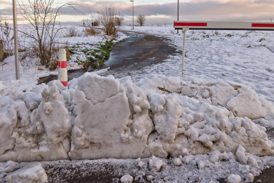 Snow block on the cycleway