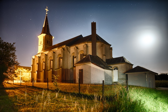 Koler Church (Église Saint-Étienne) at night