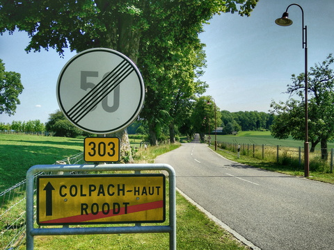 Road down to Colpach-Haut
