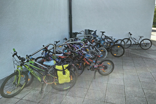 MVOS 2017 day 2: bike parking full at school in Bertrange