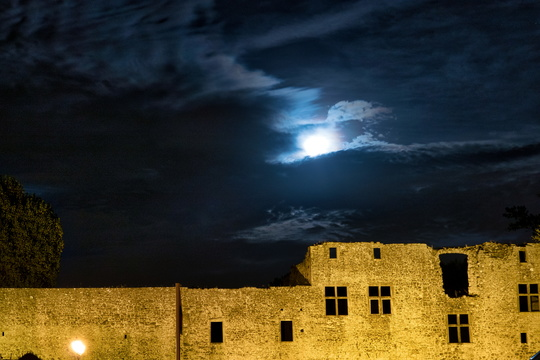 Koerich castle at night