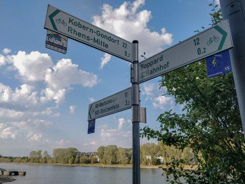 Cycling directions in the town of Rhens