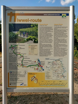 Hiwwel-route information board