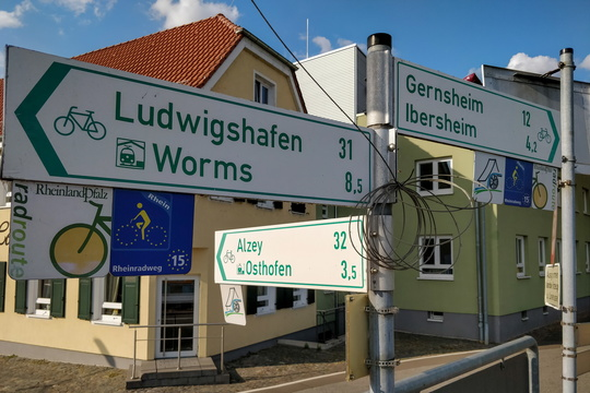 Cycling directions in Rheindürkheim