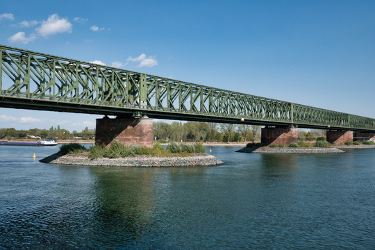 Rail bridge over the Rhine river in Mainz
