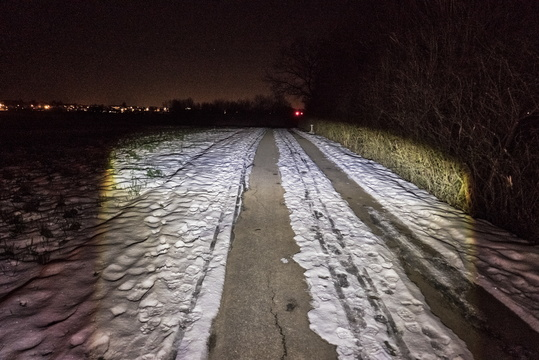 At night between snow, ice and asphalt