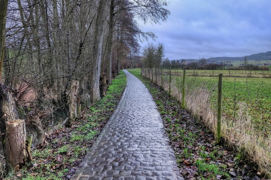 Kiirchepad cobblestone path near Bous
