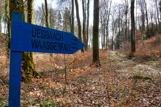 Uesbaach Waasserfall sign near Nospelt