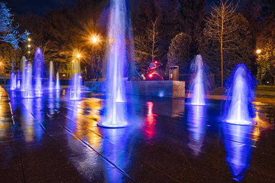 Bright fountain in Pescatore park
