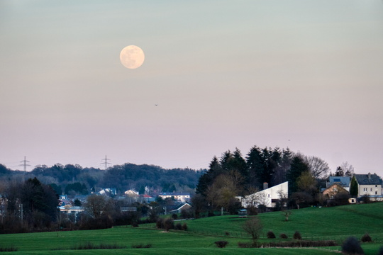 Moonrise over Mamer