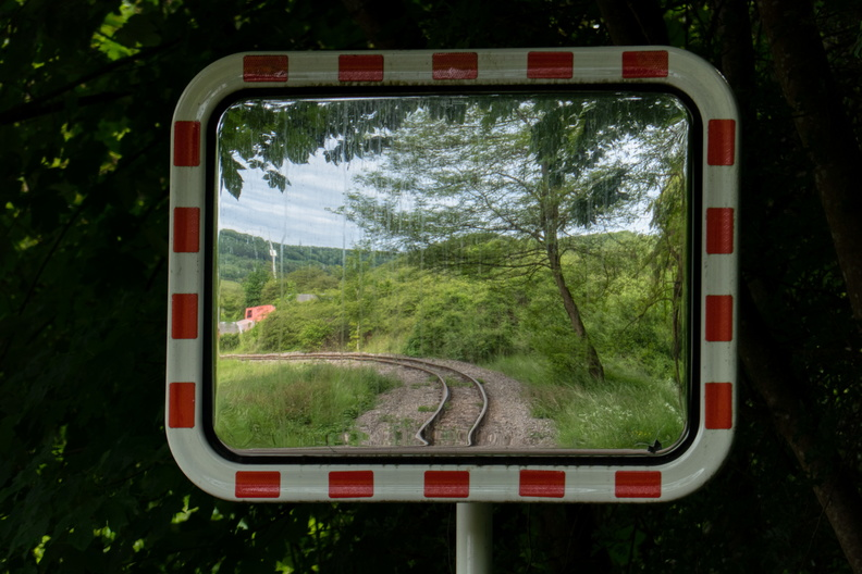 Rails in mirror