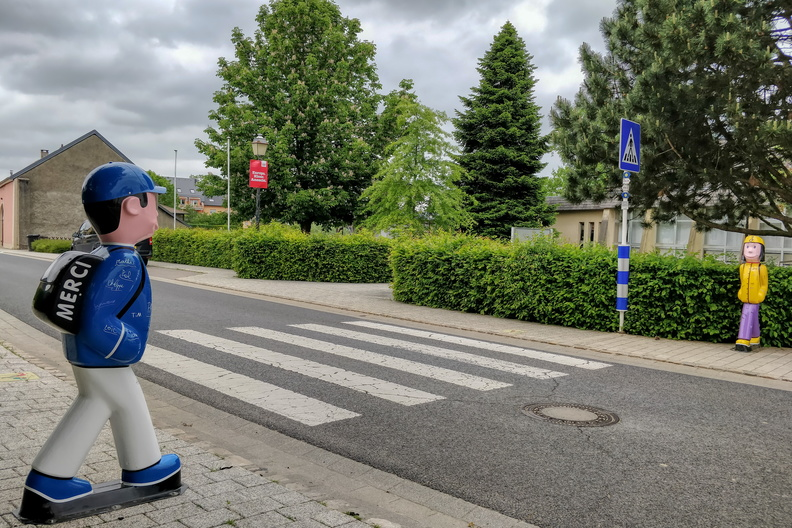 Pedestrian crossing in Hellange