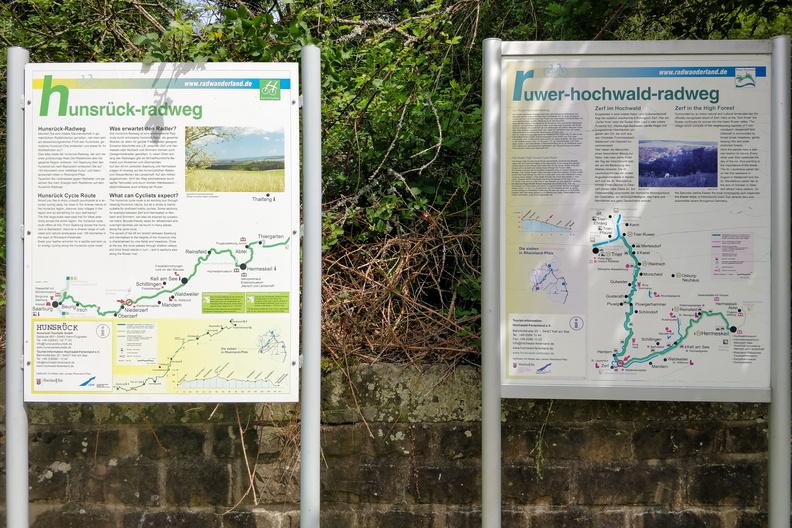 Hunrück-Radweg & Ruwer-Hochwald-Radweg information boards in Zerf