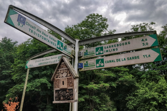 Cycling directions and insect hotel in Hesse
