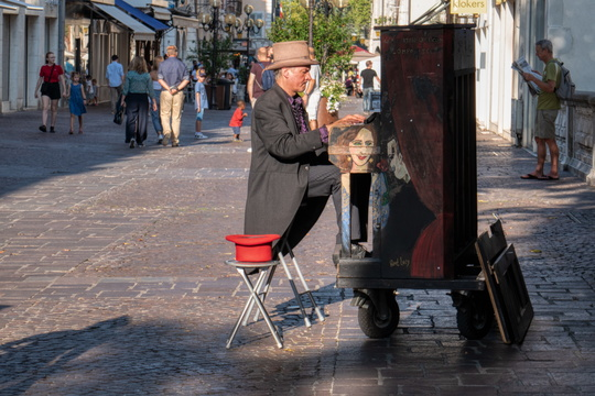 Mobile piano artist, Annecy