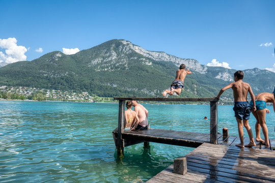 A dive into Lac d'Annecy