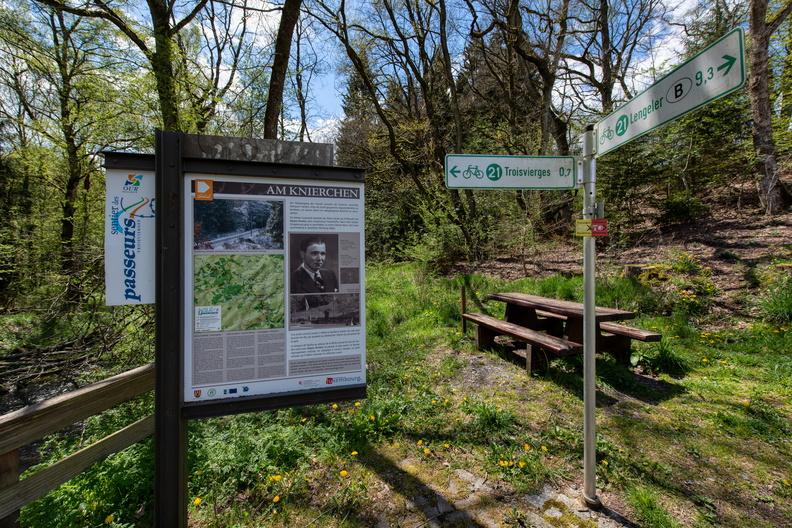 Sentier des passeurs information board