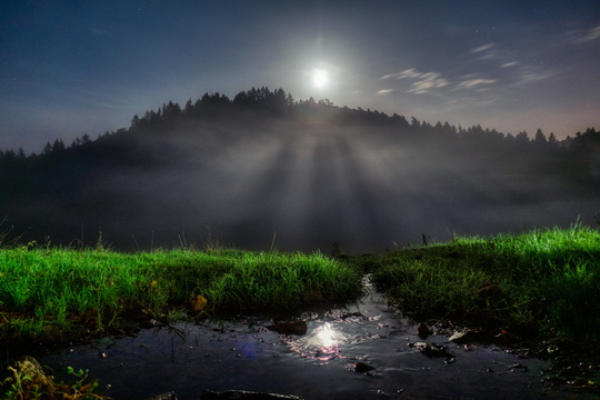 Misty moonrise in Äischdall