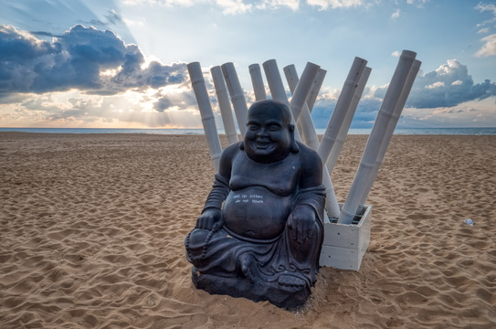Buddha on the beach, Den Haag
