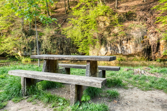 Picnic table in Drëps