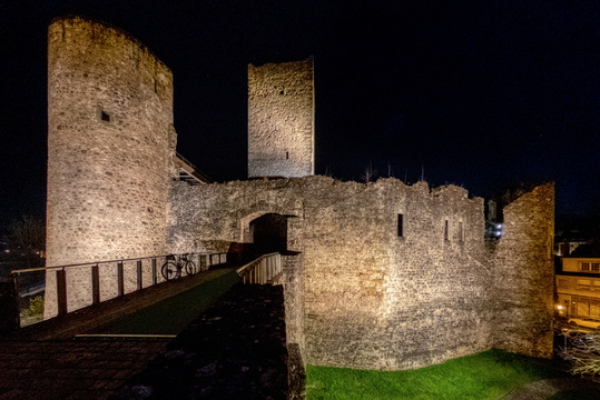 Useldange castle by night